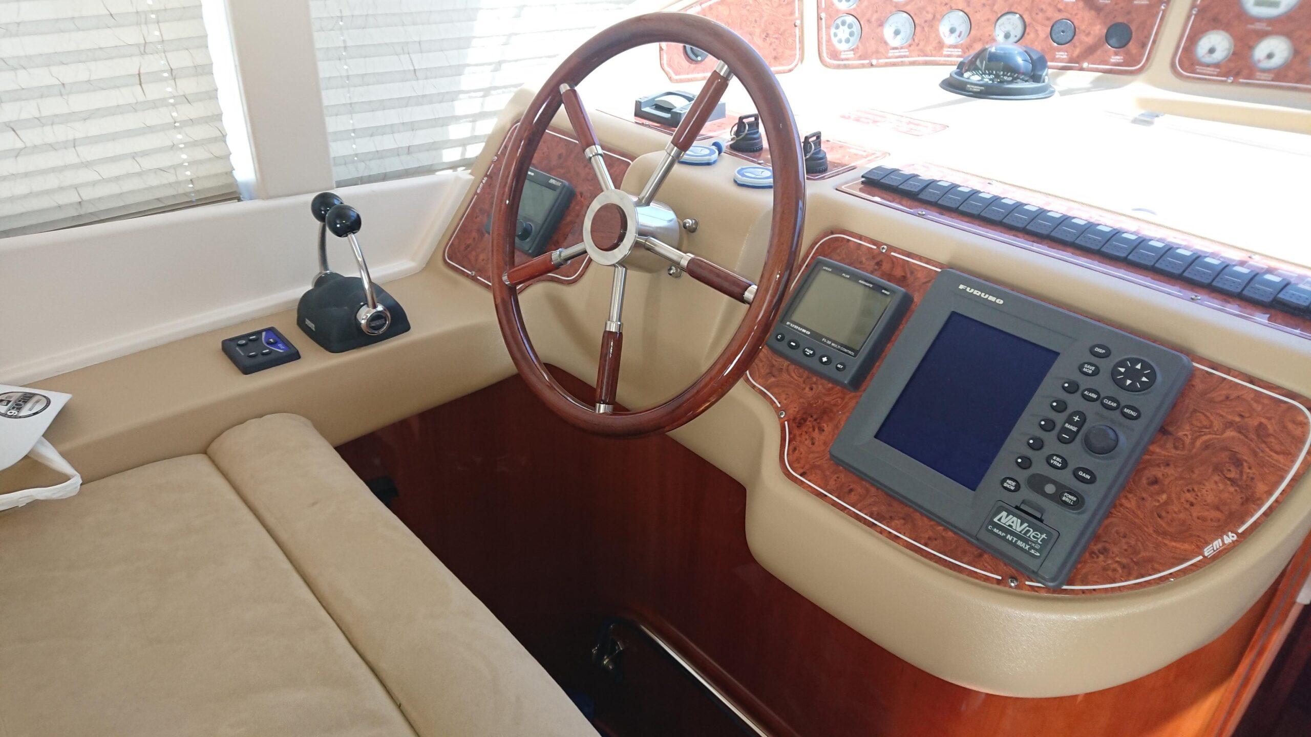 Meilentörns Motorboot Italien Steuerstand