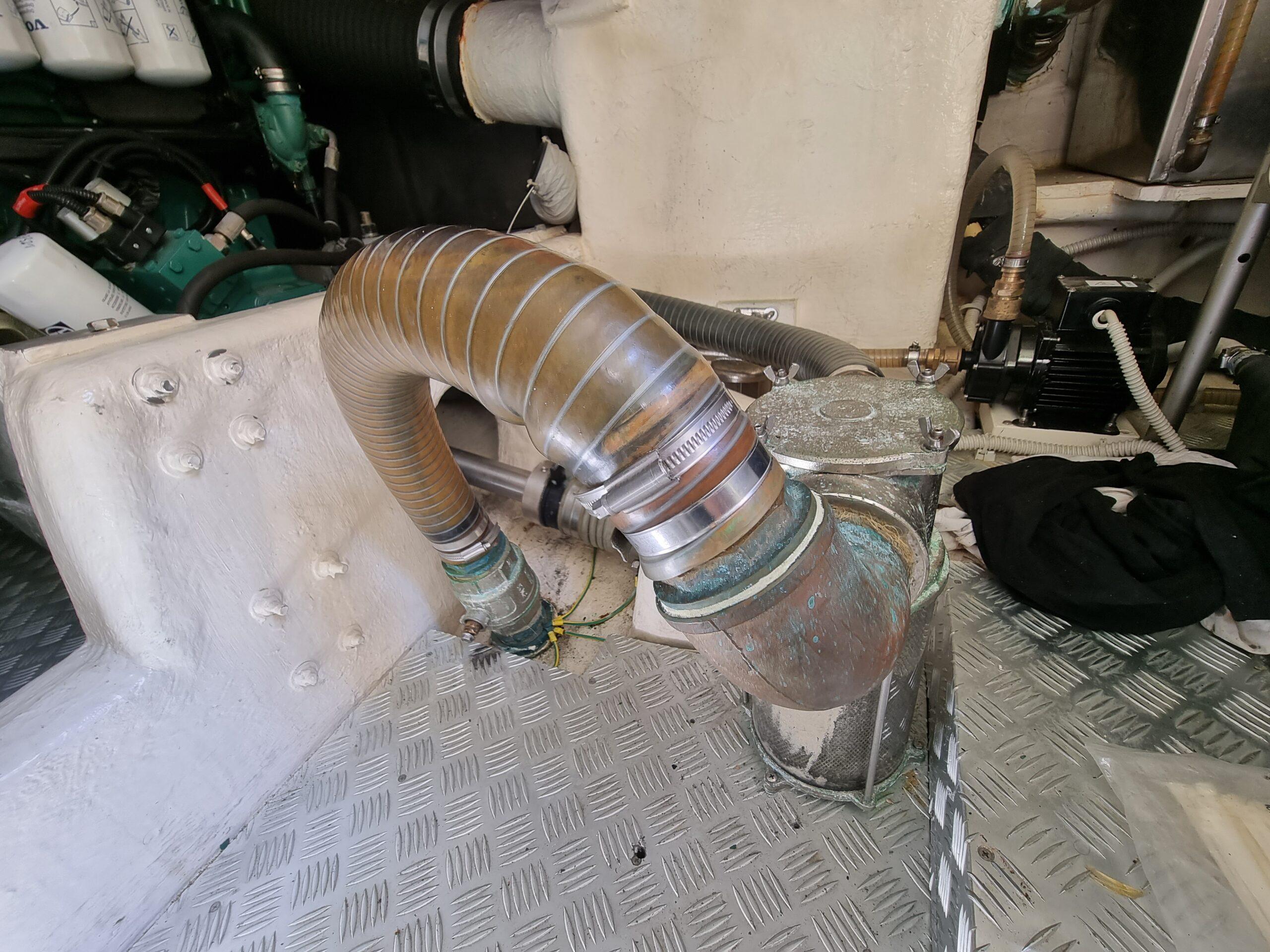 Wassereinlass-Rohr von den Seeventilen zum Impeller