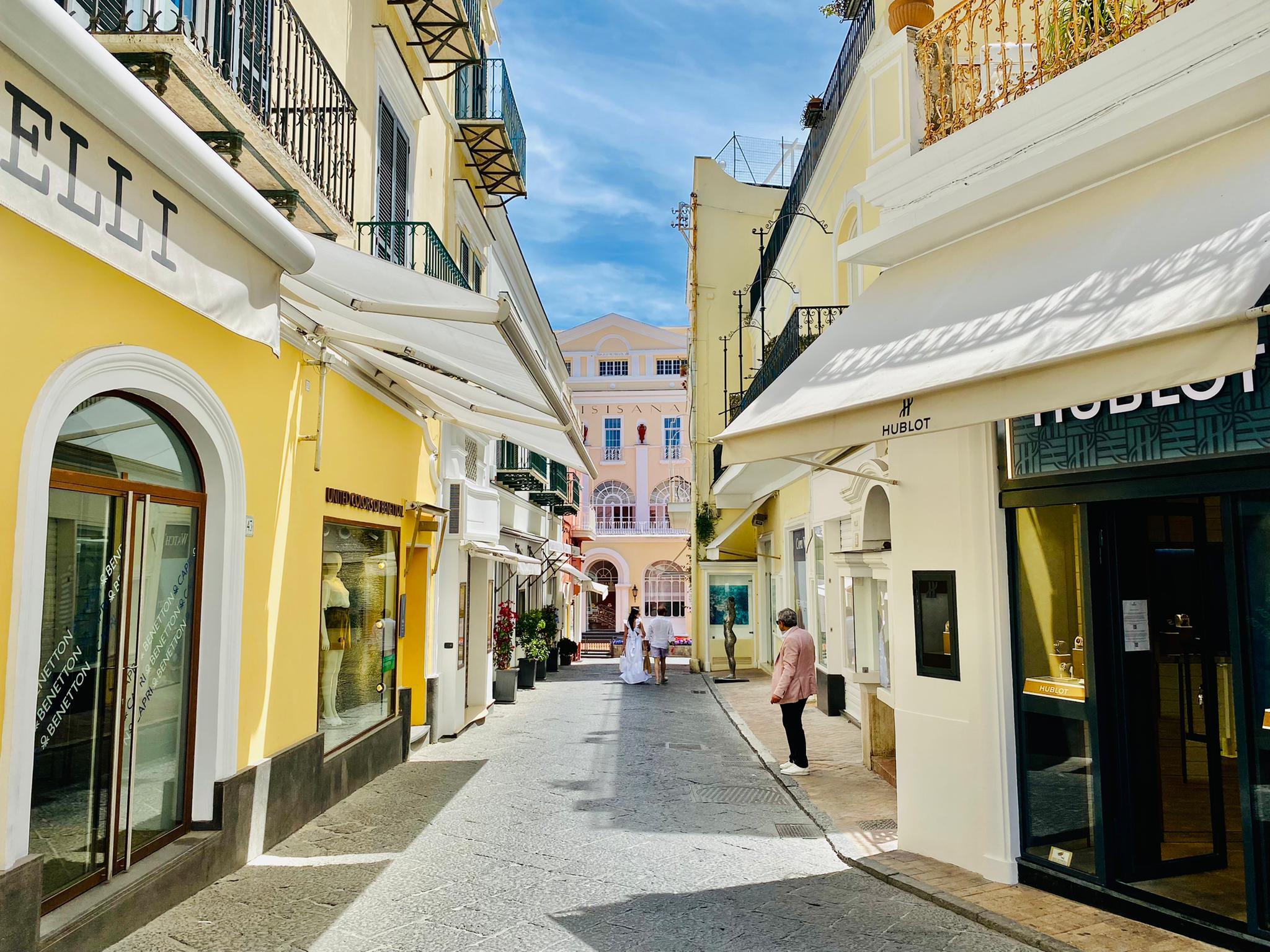 Typische Einkaufsstrasse in Capri