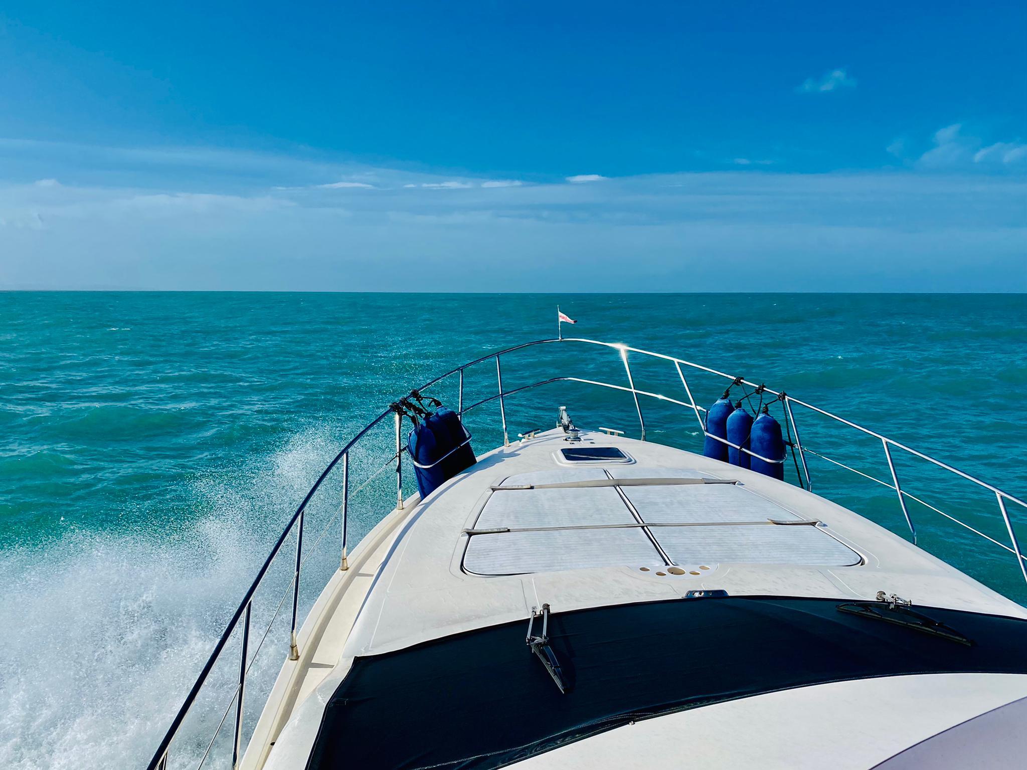 Yacht in voller Fahrt nach Elba
