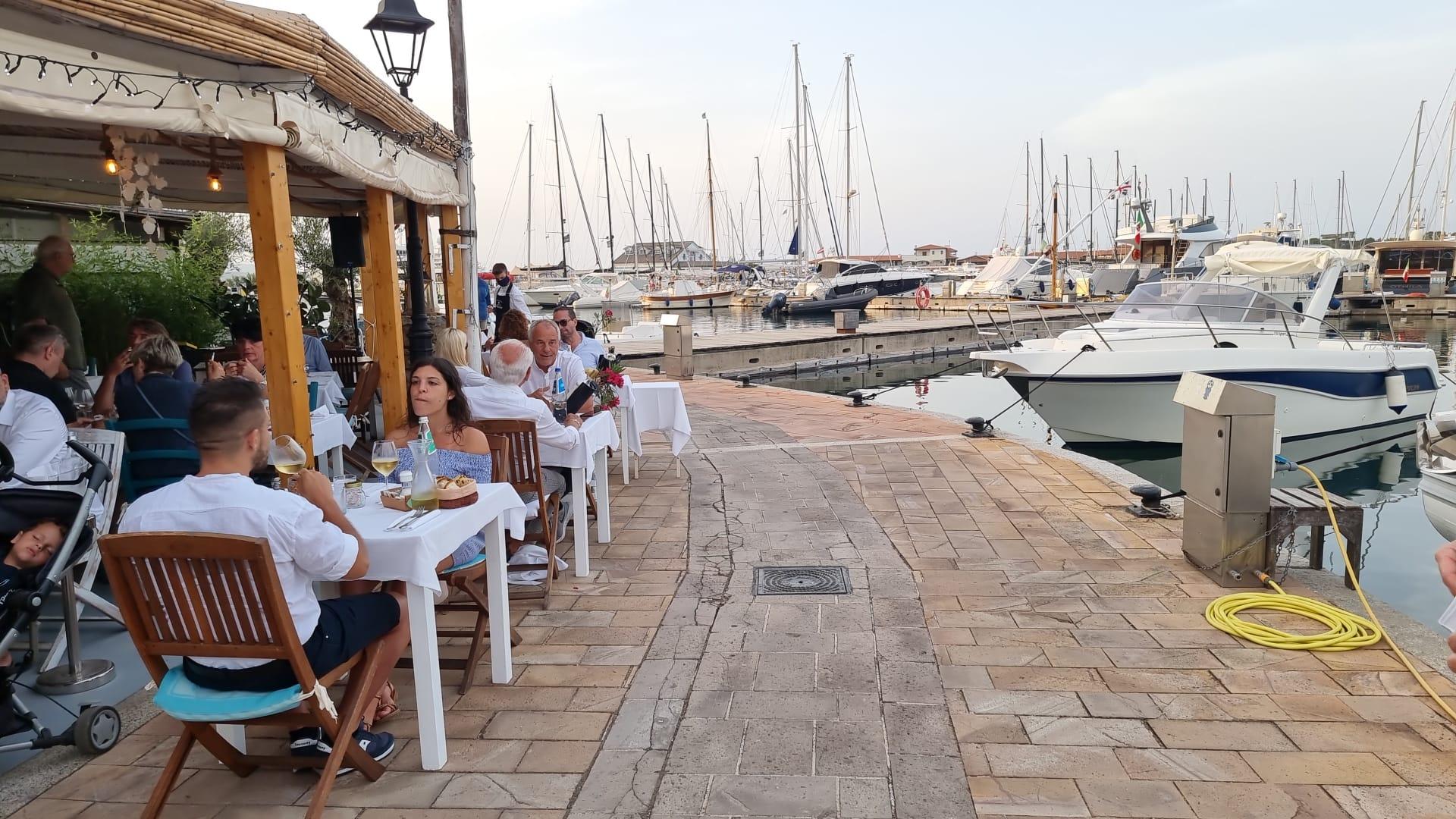 Nachtessen im Meilentörn Segeltörn in Sardinien