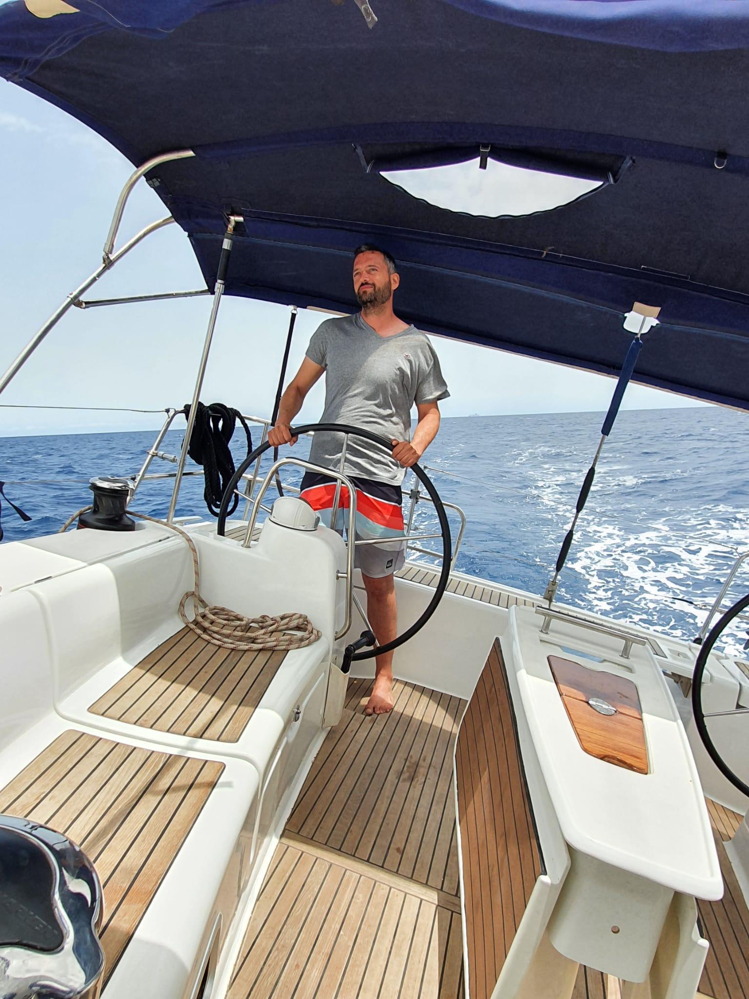 Am-Wind-Segeln auf dem Segel Meilentörn auf Sardinien